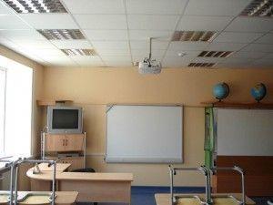 Потолок Армстронг в школьном классе
